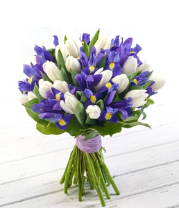 Букет из тюльпанов, ирисов
